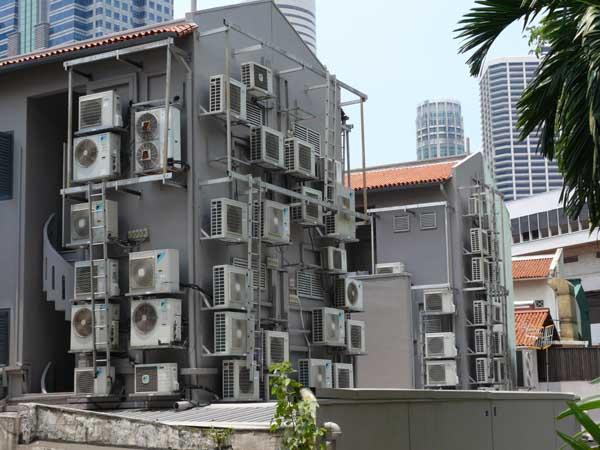 Evaporators hanging from facades. Photo Credit Marta B.B.
